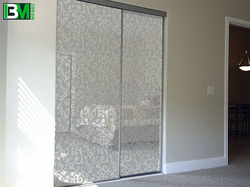 Белый линейный шкаф купе пескоструйный 2 двери