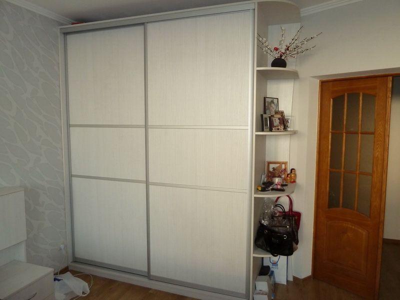 белый шкаф купе в спальню из ЛДСП