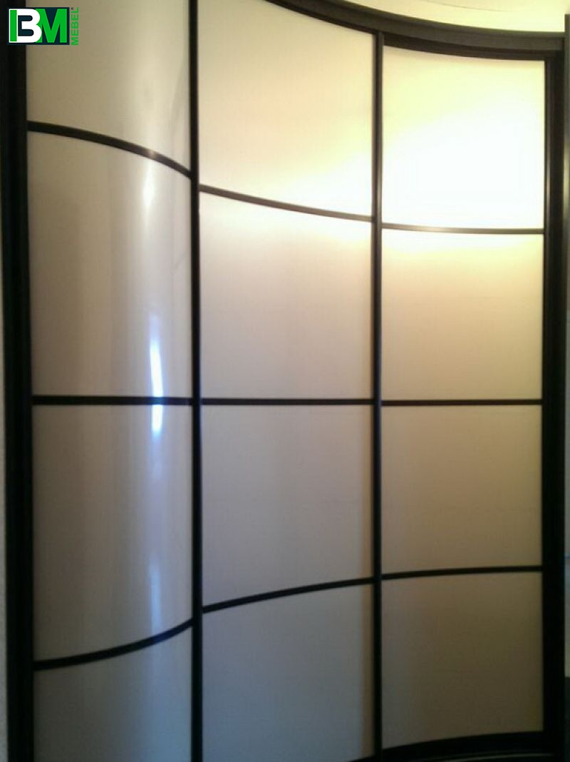 черно белый радиусный шкаф купе волна