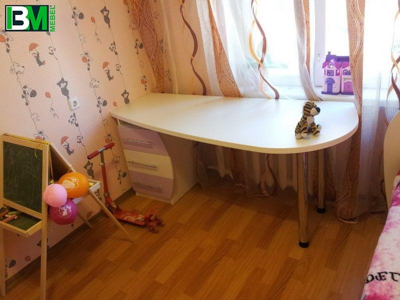 компьютерный стол с детскую с выдвижными шуфлядами