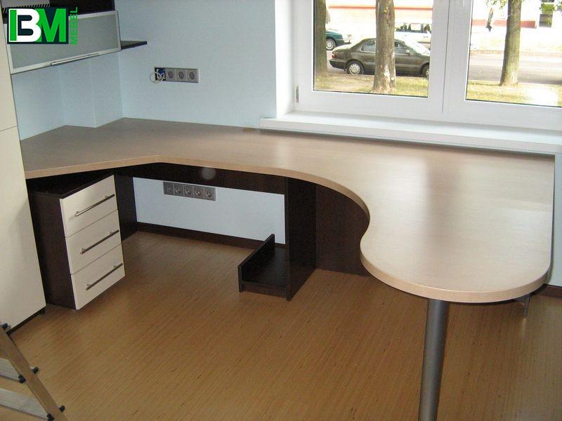 угловой компьютерный стол с подставкой для системного блока