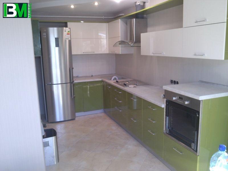 акриловая кухня угловая глянцевая зеленая