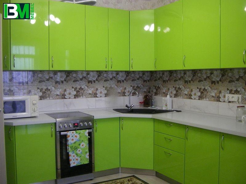 зеленая глянцевая угловая кухня МДФ пленочный