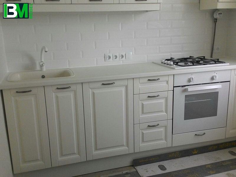 белая классическая прямая кухня матовая с фасадами из крашенного МДФ