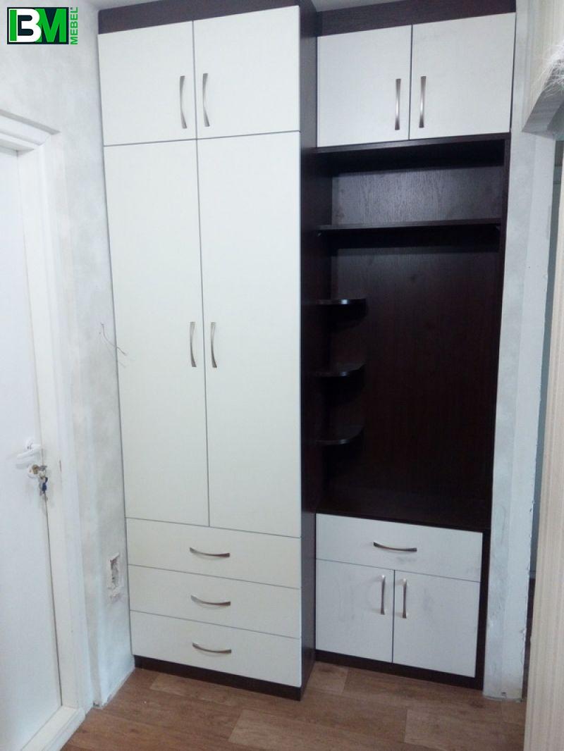 бело черная прихожая с распашным шкафом