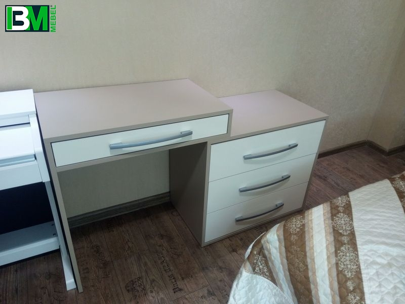 коричнево белый туалетный столик для спальни
