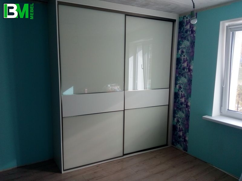 глянцевый белый шкаф купе кожа лакобель