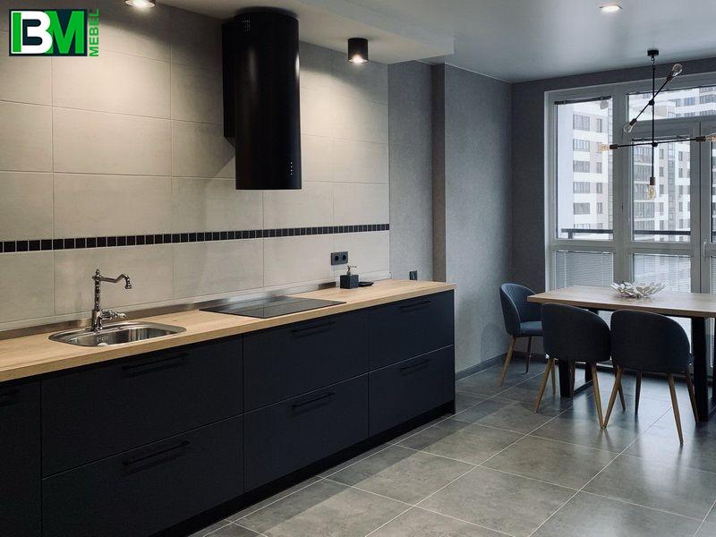 темная синяя кухня прямая из пластика с матовой поверхностью