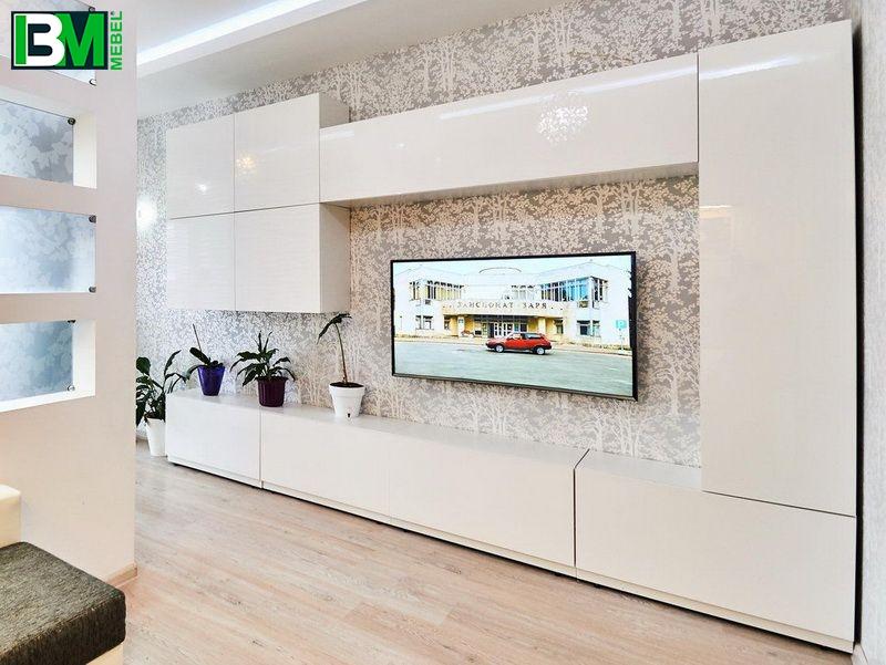 белая глянцевая стенка вместительная в гостиную