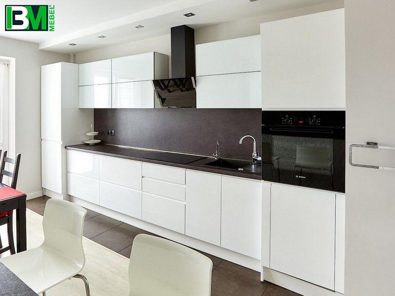 белая глянцевая прямя кухня МДФ крашенный и пленочный