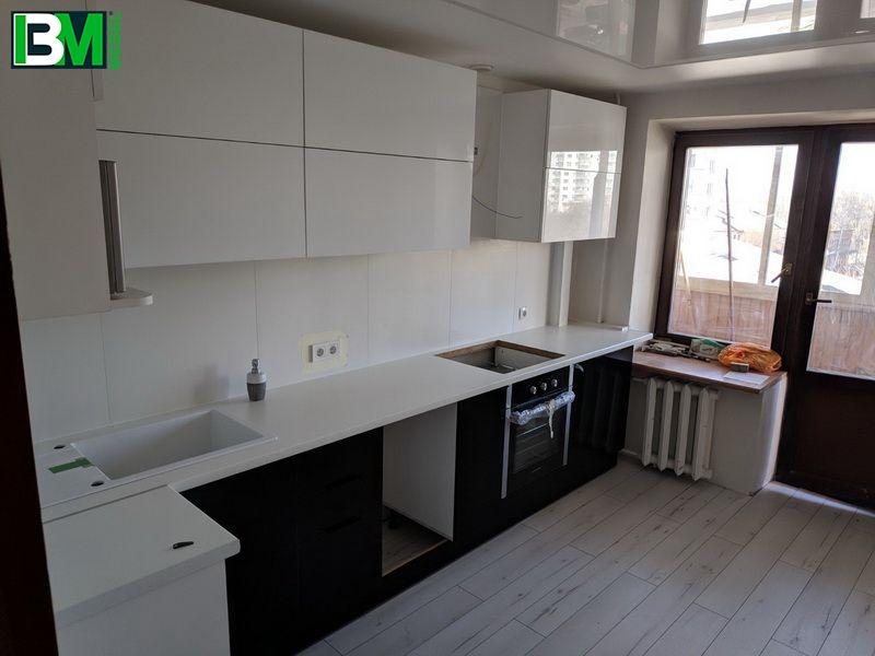 черная с белым кухня акрил и МДФ пленочный
