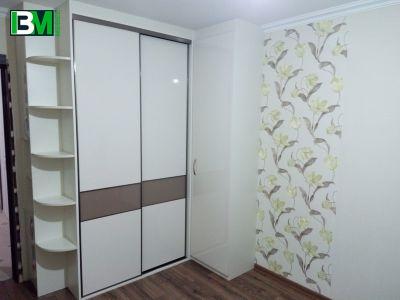 встроенный угловой белый шкаф купе МДФ в спальню