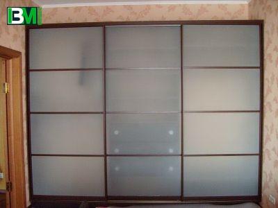 бело коричневый шкаф купе лакомат