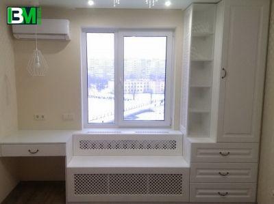 белый набор мебели в спальню - туалетный столик и стеллаж