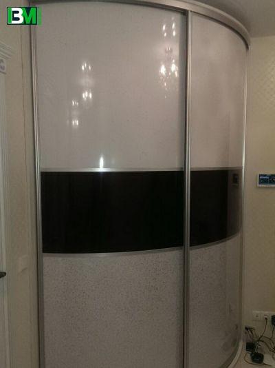 черно белый радиусный шкаф купе