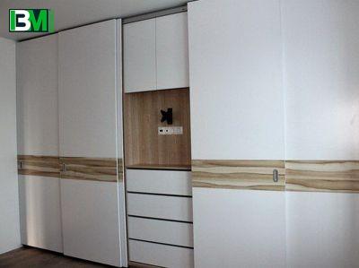 бело коричневый шкаф купе элитный из МДФ