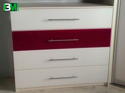 современный бело бордовый комод в спальню