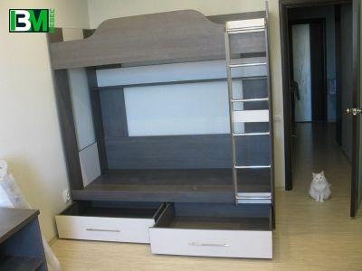 двухъярусная кровать с бельевыми ящиками