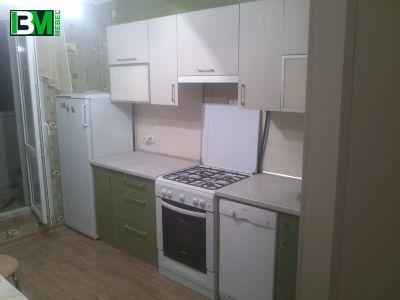 Прямая акриловая кухня с глянцевыми фасадами