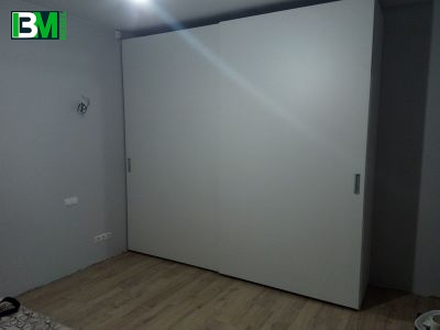 белый матовый шкаф купе ЛДСП