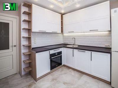 белая с коричневым матовая кухня МДФ крашенный