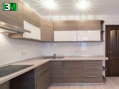 бежево коричневая угловая кухня из ЛДСП