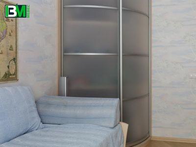 радиусный полупрозрачный шкаф купе