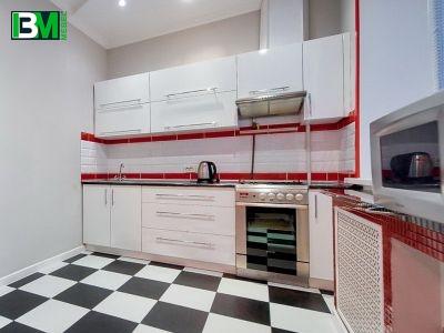 белая глянцевая прямая кухня МДФ пленочный