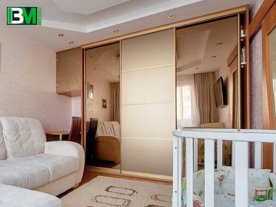 встроенный шкаф купе бронзового цвета пескоструй с зеркалом