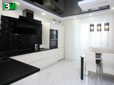 черно белая угловая кухня МДФ крашенный с холодильником