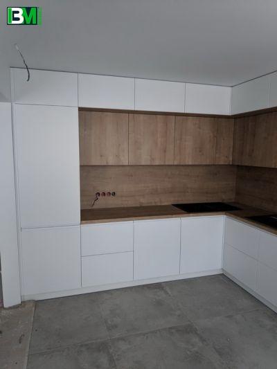белая с коричневым угловая кухня ЛДСП и МДФ крашенный