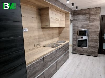 кухня из ЛДСП серо коричневая с текстурой под дерево
