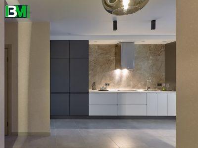 бело серая прямая кухня МДФ крашенный с холодильником