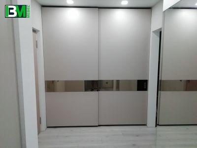 бежевый элитный шкаф купе с зеркальными вставками
