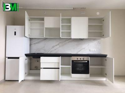 белая прямая кухня из ЛДСП с матовой поверхностью